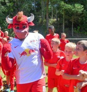 RB-Fußballferienschule macht Station beim FSV Treuen