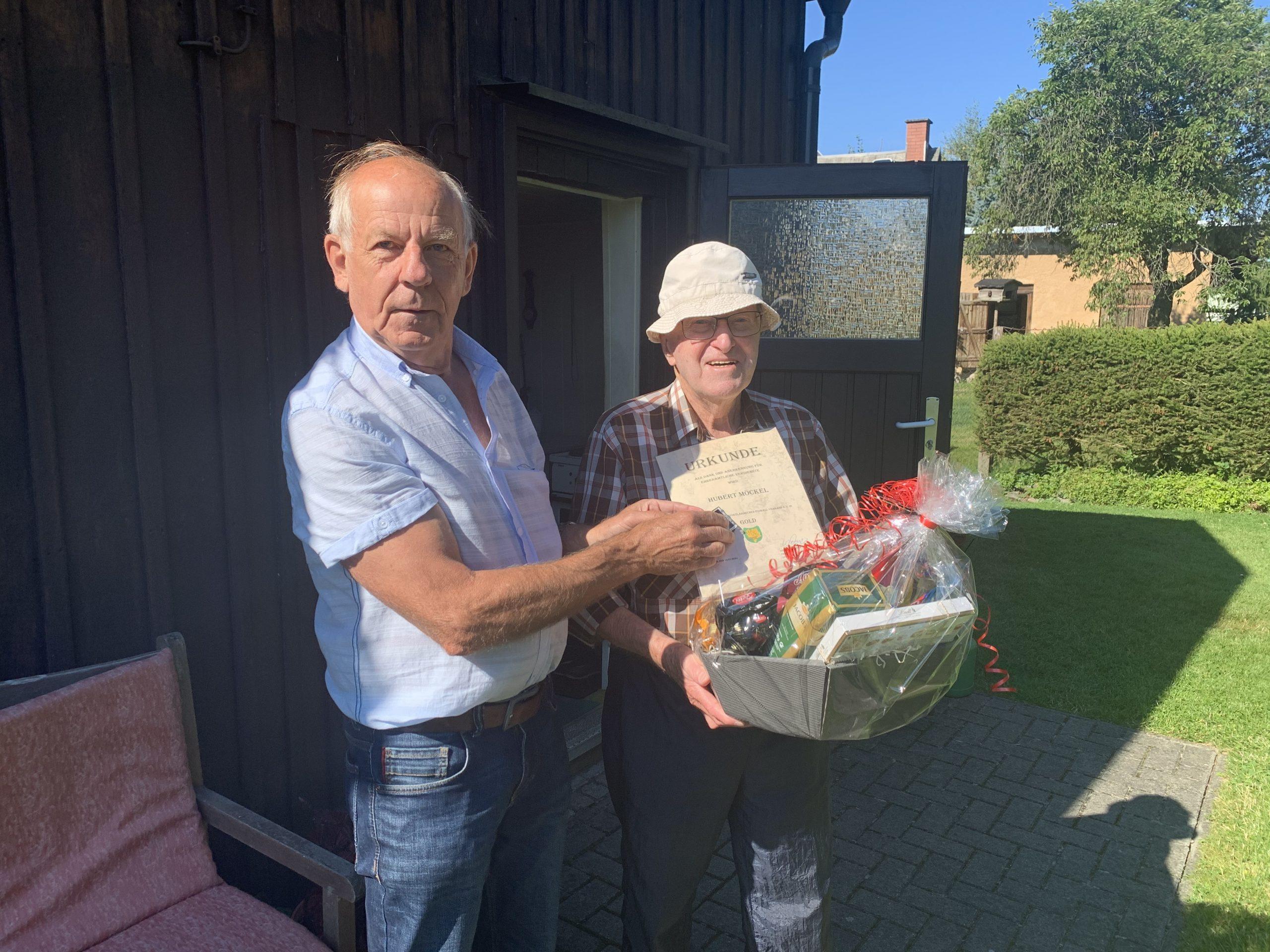VFV ehrt Hubert Möckel mit der Goldenen Ehrennadel des VFV