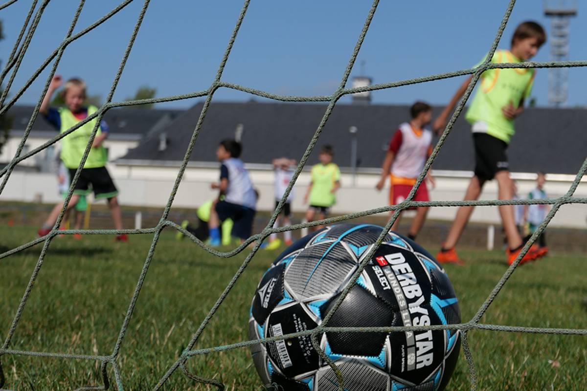 Read more about the article Weiterhin Testpflicht für Minderjährige auf Außensportanlagen