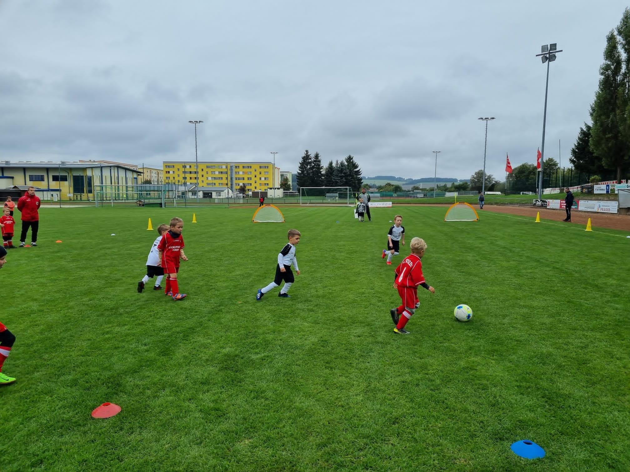 Read more about the article Erste Turnierrunde beim G-Junioren FuninoFestival 2021/2022 in Syrau und Oelsnitz ausgetragen.